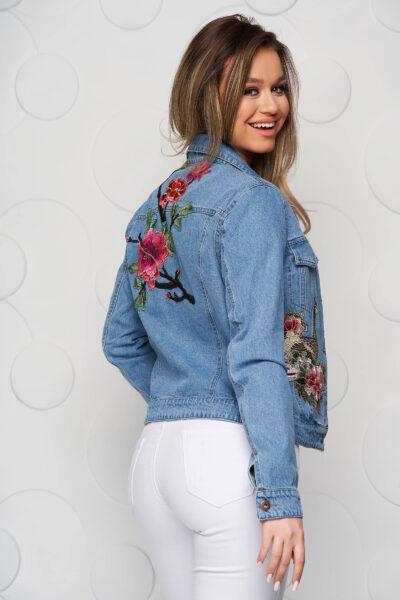 Geaca de blugi SunShine albastra scurta cu broderie florala, Broderie florala