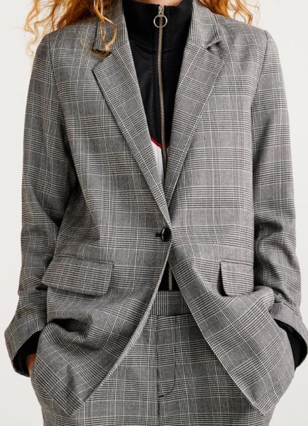 Iluzia înșelăciunii: 10 iluzii optice vestimentare care vă vor ajuta să arătați mai suple